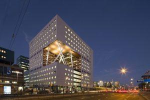O 2 Labgebouw is een flexibel en multifunctioneel onderzoeks- en onderwijsgebouw op de VU campus in Amsterdam waarin 750.000 onderzoekers en 100 masterstudenten van de Vrije Universiteit, de Universiteit van Amsterdam en het VU Medisch Cenrum zullen samenwerken aan belangrijke maatschappelijke vraagstukken binnen het thema Human Health & Life Sciences