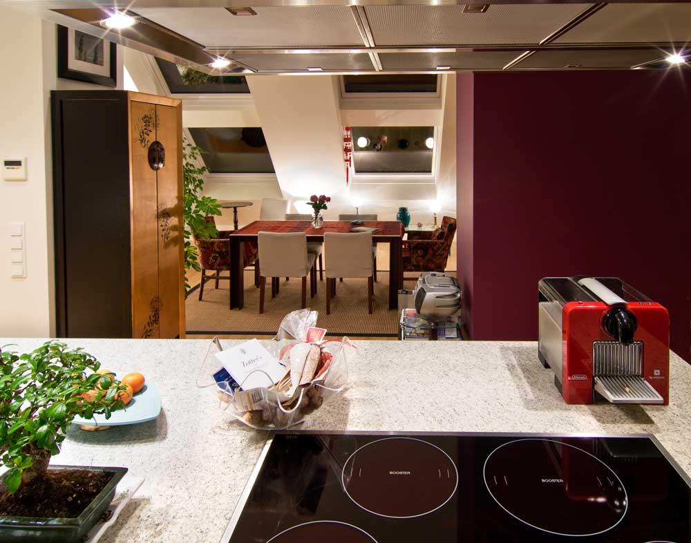 Architekt Daniel Gutmann - Dachgeschoss Führichgasse - Küche und Essbereich