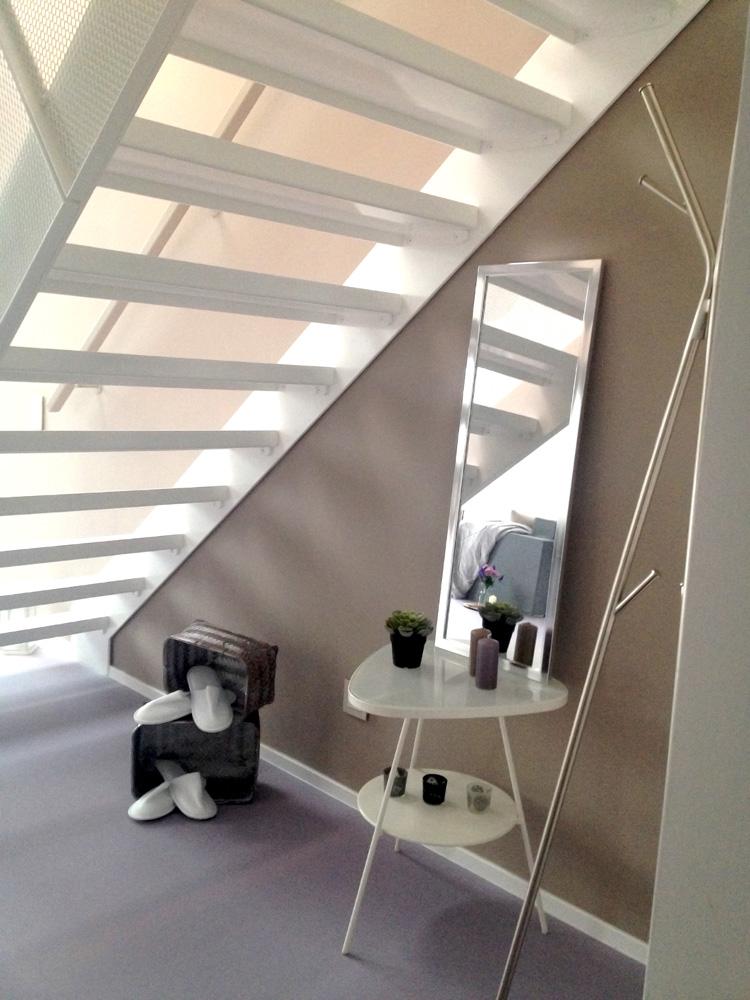 Dachgeschoss Julius-Tandler-Platz - Wohnung Lila - Möbliert Unter Stiege