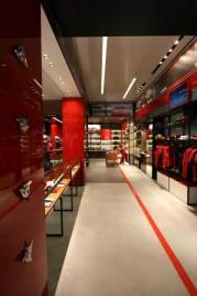 IMG_Ferrari-Store-Madrid-2