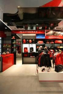 IMG_Ferrari-Store-Madrid-3