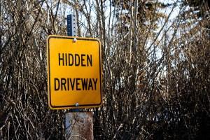 Hidden Driveway Streetsign