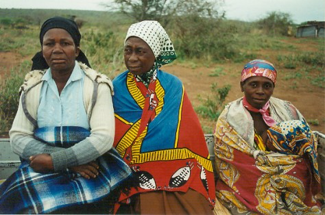 Magude residents accompanying author to Renamo base camp at Ngungwe (Magude district) to visit displaced relatives, November 1995. Author photo.