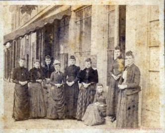 Women of Petticoat Row circa 1895. Courtesy of the Nantucket Historical Association.