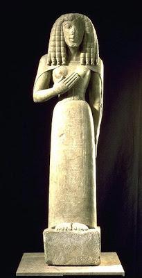Kores muy semejantes a los Egipcios.
