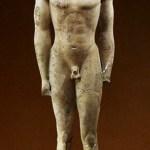 Koros de Volamandra, hacia 560-50 a. C. Altura 1,79 m Atenas.