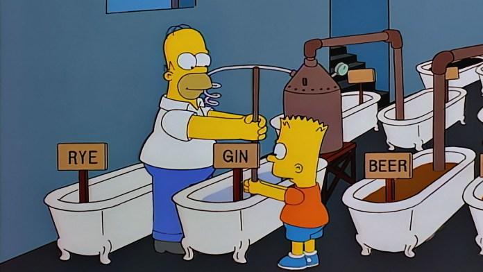 """Fotograma de """"Homer contra la decimoctava enmienda"""", Los Simpsons, 8x19. Homer y Bart Simpson destilando alcohol ilegalmente."""
