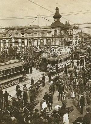 Calle transitada de Tokyo (1905). Desconocido | Wikimedia