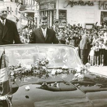 Ceaușescu y Charles de Gaulle, visitando la ciudad rumana de Statina (17 de mayo de 1968) Archivo Nacional de Rumanía (Fototeca online a comunismului românesc, cota: 120/1968)
