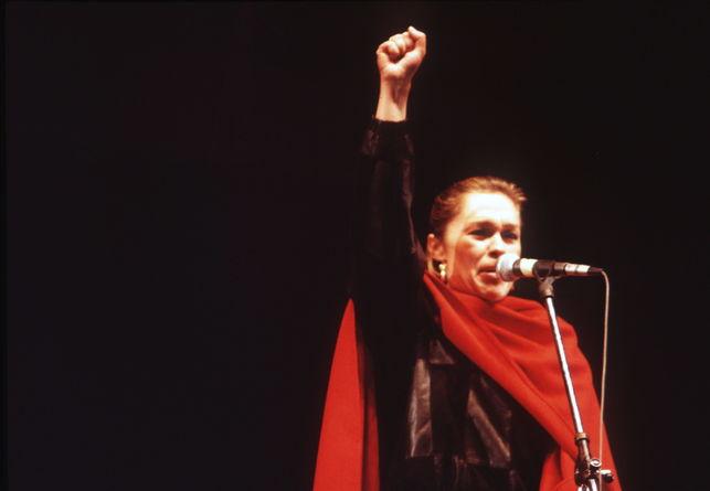 Pepa Flores durante su intervención en el congreso fundacional del PCPE (Partido Comunista de los Pueblos de España), escisión prosoviética del PCE, entonces alineado con las tesis eurocomunistas), a principios de 1984