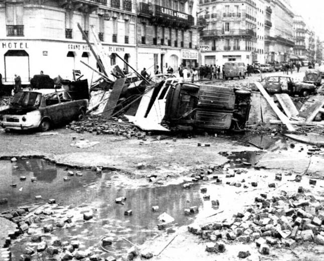 Una barricada en el Barrio Latino (1968)