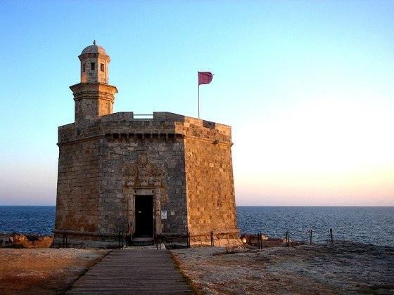 Torre de Sant Nicolau en Ciudadela, Menorca. Torre octogonal de mortero. Construída a finales del s.XVII.