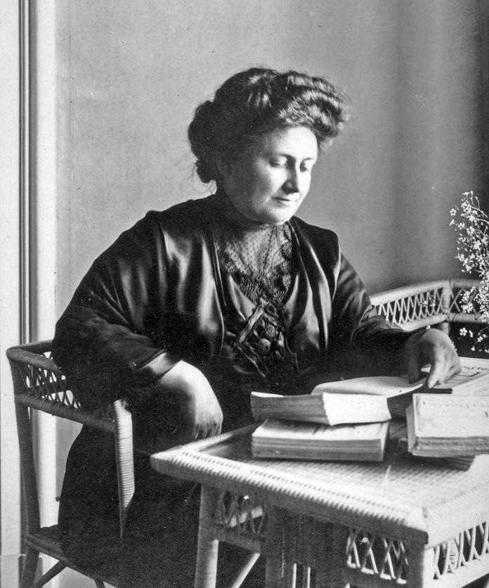 Maria Montessori, médica, educadora, autora de El método Montessori, un tratado pedagógico que guarda muchas similitudes con La Escuela Moderna