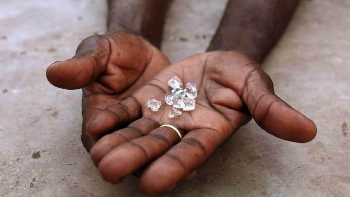 Diamantes de sangre, joya. (2018). Amigos de Sierra Leona