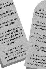 """""""Os dez mandamentos da preservação digital passaram de 10 para 20"""": Entrevista com Humberto Innarelli."""
