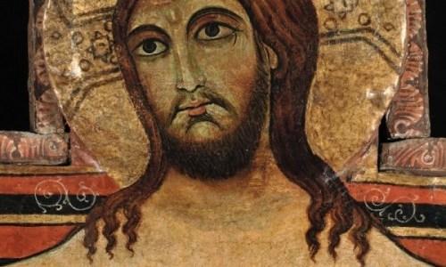 i giovani accolgono il Crocifisso di San Damiano
