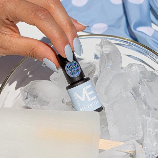 386230 mesauda me icelollies smaltosemipermanente azzurro 230 frostbite applicato