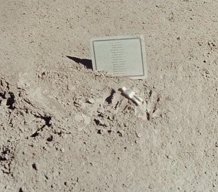 倒下的宇航员