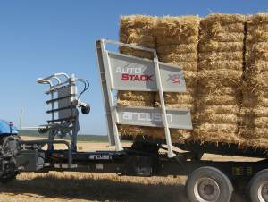 ARCUSIN-AUTOSTACK-XP-LATERAL-BALE-CHASER-STACKER-REMOLQUE-PACAS-APILADOR