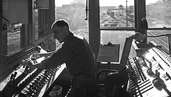 Monitoring train speed at the rail car retarder shack
