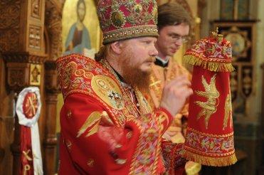 Фоторепортаж из Свято-Троицкого Ионинского монастыря о праздновании Светлого праздника Пасхи 376