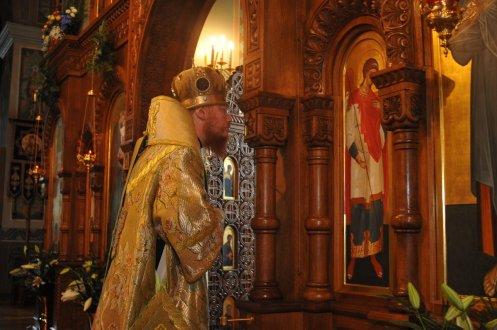 Святая Троица. Фотографии праздничного богослужения из Свято-Троицкого Ионинского монастыря.2013 год. 83