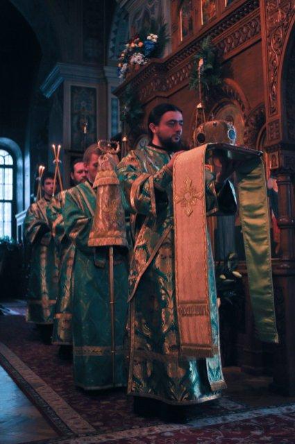 Святая Троица. Фотографии праздничного богослужения из Свято-Троицкого Ионинского монастыря.2013 год. 129