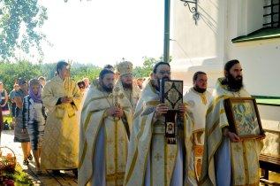 300 фото с храмового праздника Преображение Господне Спасо-Преображенского скита Ионинского монастыря 200