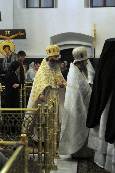 Несколько фотографий с Рождественской службы из Свято-Троицкого Китаевского мужского монастыря. 29