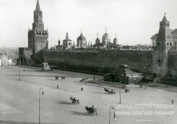 Знаменитый фотограф. «Была коптилка да свеча — теперь лампа Ильича». 95 лет назад. 17