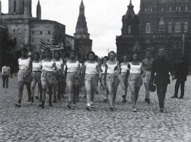 Знаменитый фотограф. «Была коптилка да свеча — теперь лампа Ильича». 95 лет назад. 24