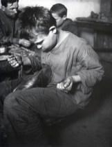 Знаменитый фотограф. «Была коптилка да свеча — теперь лампа Ильича». 95 лет назад. 28