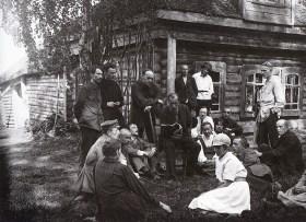 Знаменитый фотограф. «Была коптилка да свеча — теперь лампа Ильича». 95 лет назад. 41