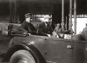 Знаменитый фотограф. «Была коптилка да свеча — теперь лампа Ильича». 95 лет назад. 42
