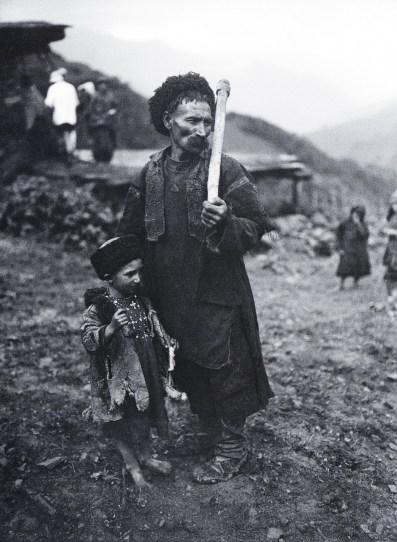 Знаменитый фотограф. «Была коптилка да свеча — теперь лампа Ильича». 95 лет назад. 57