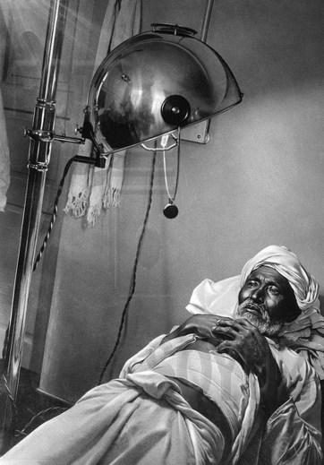 Знаменитый фотограф. «Была коптилка да свеча — теперь лампа Ильича». 95 лет назад. 58