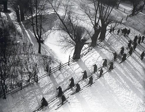 Знаменитый фотограф. «Была коптилка да свеча — теперь лампа Ильича». 95 лет назад. 60