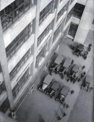 Знаменитый фотограф. «Была коптилка да свеча — теперь лампа Ильича». 95 лет назад. 67