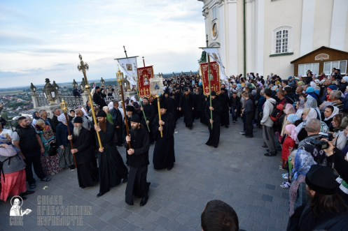 easter_procession_ukraine_pochaev_0024