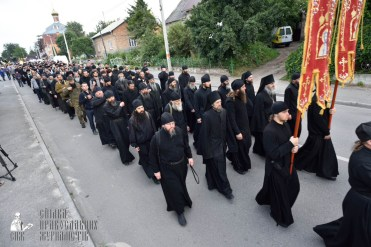 easter_procession_ukraine_pochaev_0068