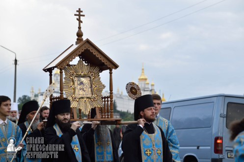easter_procession_ukraine_pochaev_0096