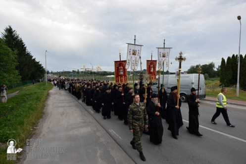 easter_procession_ukraine_pochaev_0126