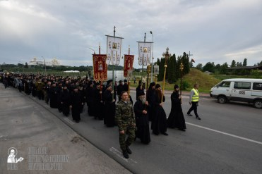 easter_procession_ukraine_pochaev_0127
