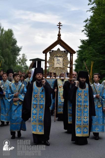 easter_procession_ukraine_pochaev_0209