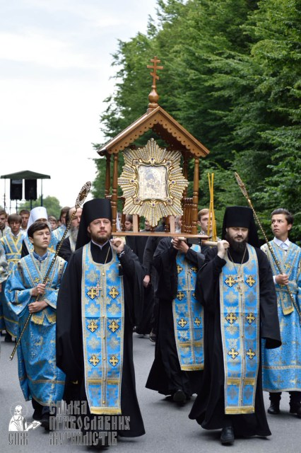 easter_procession_ukraine_pochaev_0212