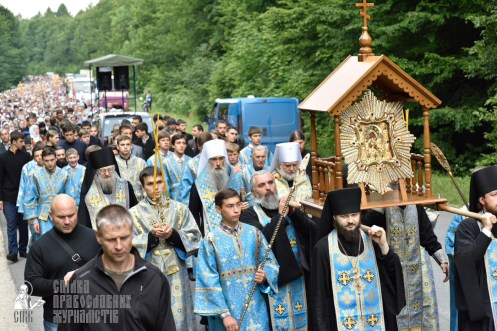 easter_procession_ukraine_pochaev_0227