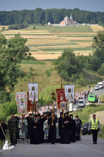 easter_procession_ukraine_pochaev_0293