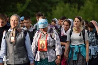 easter_procession_ukraine_pochaev_0303