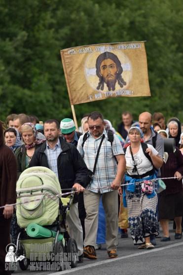 easter_procession_ukraine_pochaev_0312