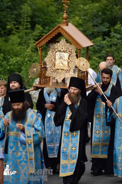 easter_procession_ukraine_pochaev_0321